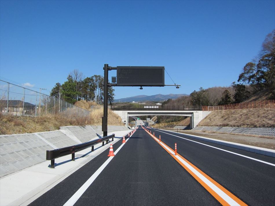 沼津河川国道事務所管内の伊豆縦貫道に設置した道路情報板