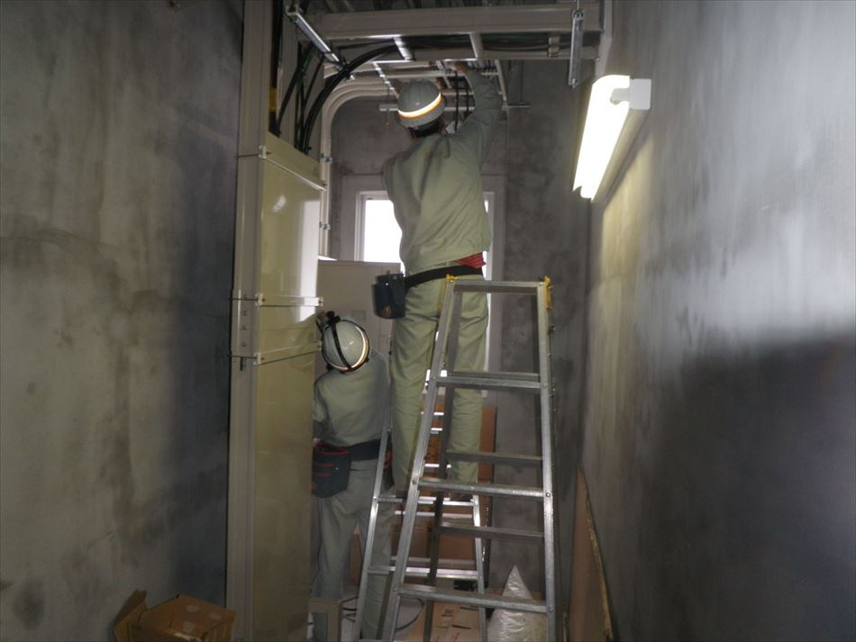 EPS内でのケーブル敷設作業