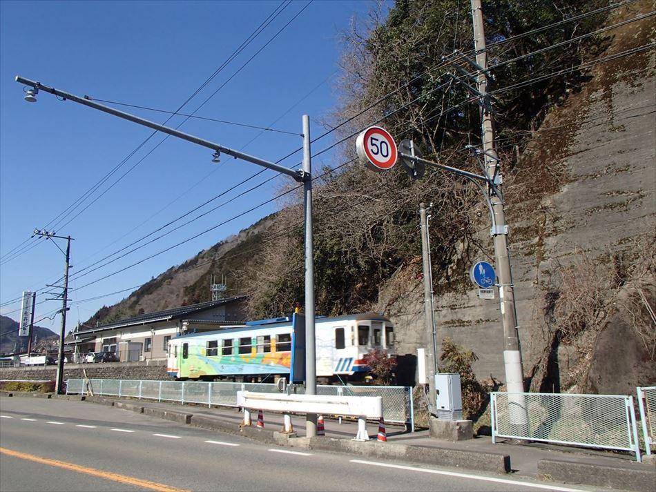 岐阜国道事務所管内における線路脇の交通量計測装置(トラカン)の設置状況