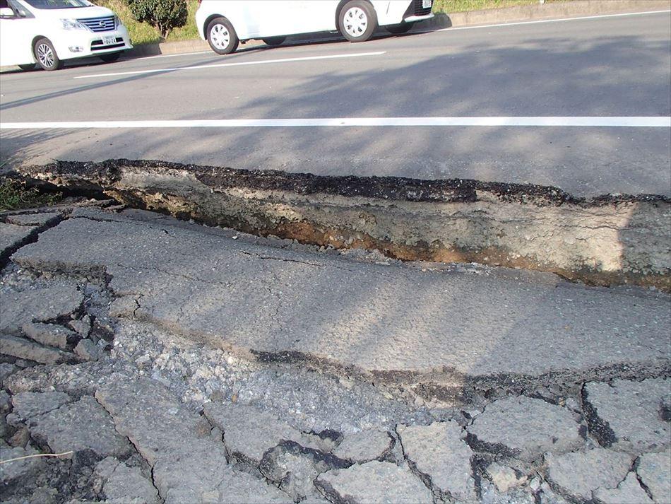 熊本震災における道路の陥没状況