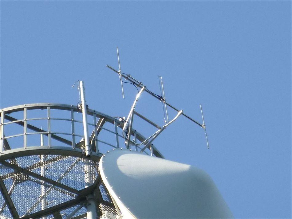 長島ダム管内の中継所鉄塔への3素子八木型空中線設置
