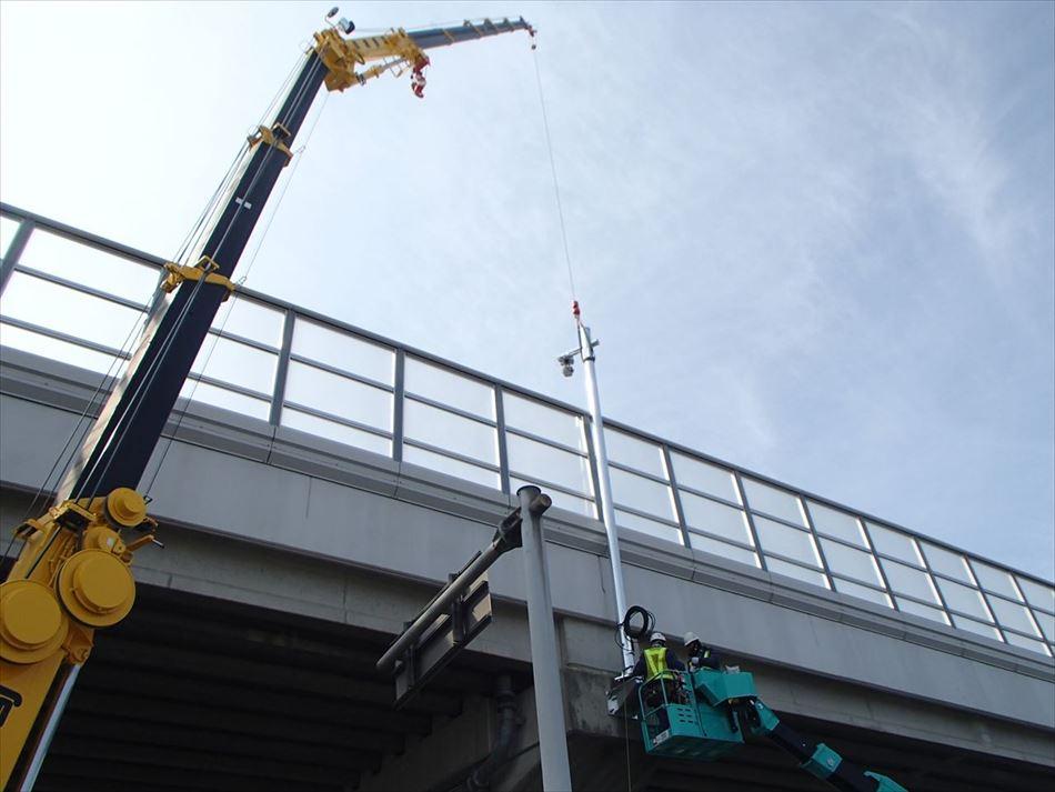 道路プローブ情報収集設備用の路側装置の施工状況