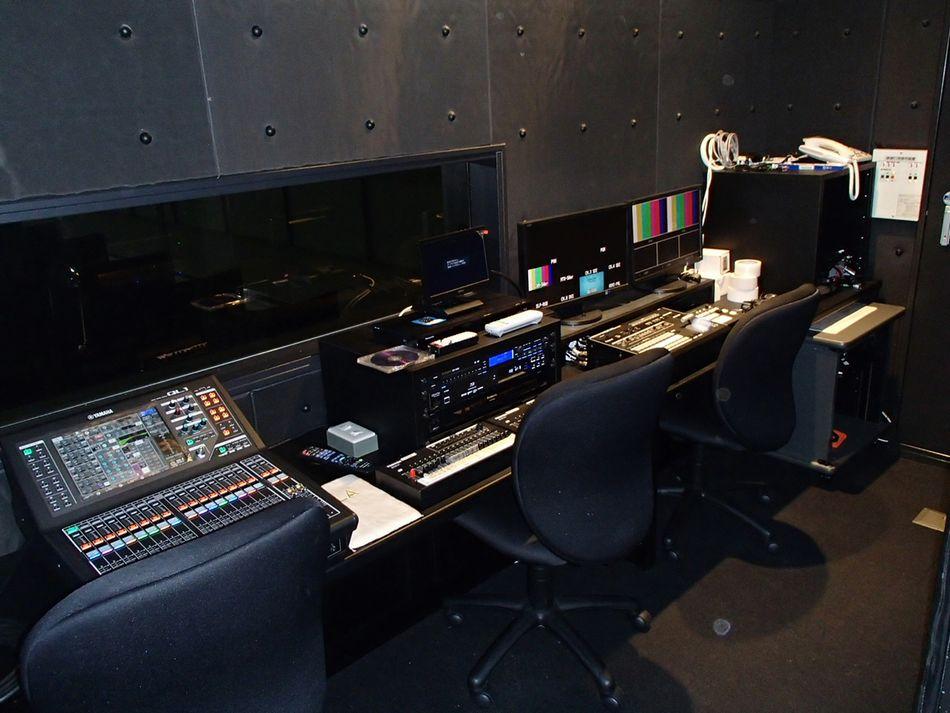 GLA中京会館の舞台裏の映像音響設備