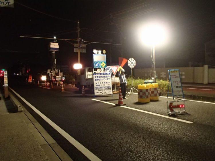 交通量計測装置(トラカン)の夜間設置作業状況