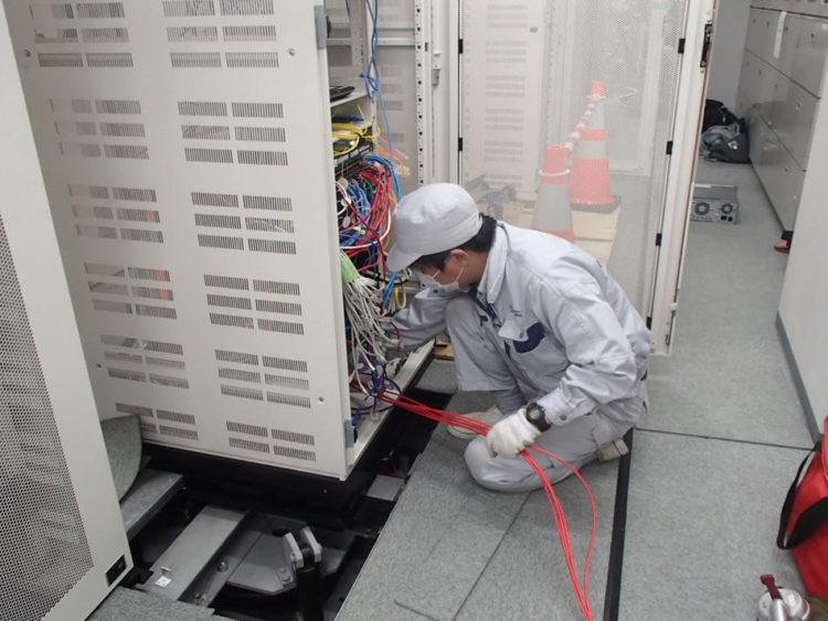LANケーブル通線作業