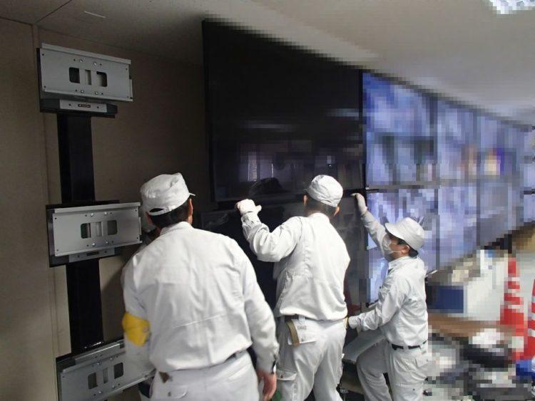 大型液晶モニター設置作業