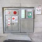 紀宝トンネル内に設置した押釦通報装置と非常電話