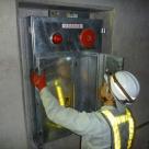 紀宝トンネル内の非常通報装置の確認