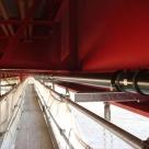南安倍川橋の下部に突き出し金具を取り付けポリエチライニング鋼管を施工した状況
