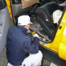 飯田国道事務所の管理車両にK-λ車載局の設置作業